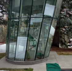 Glass Unlimited Custom glass staircase enclosure.